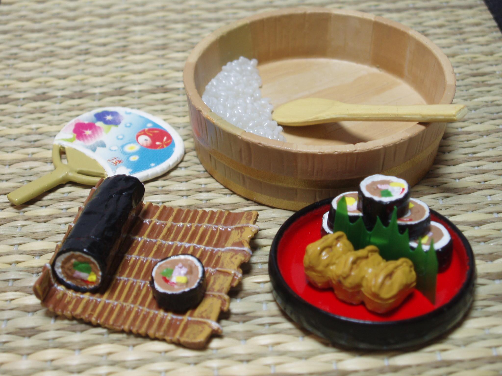 P2030002 和食三昧 「太巻き&稲荷寿司」 節分の夜にその年の恵方を向いて太巻きを...